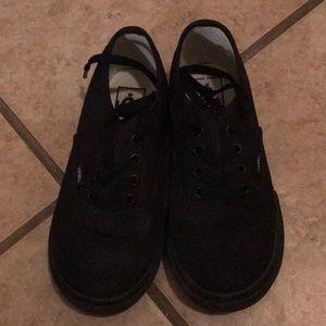 Vans toddler black lace up tennis shoes!!
